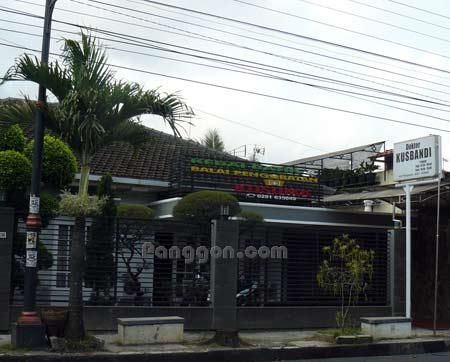 Kedai batik dan Balai Pengobatan Kusuma Purwokerto