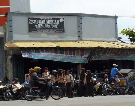 Toko Murah Meriah Karanglewas