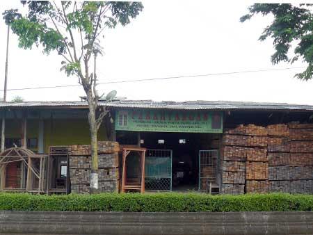 Toko Kusen dan Kayu Parahyangan Purwokerto