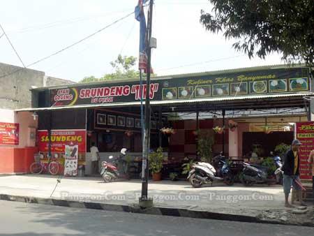 "Rumah Makan Ayam Goreng Srundeng Bu Pudji ""Turis"" Purwokerto"